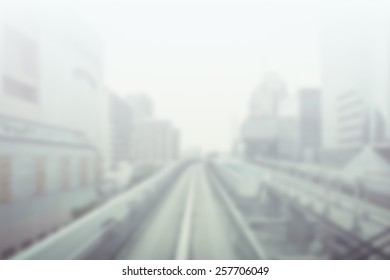 線路や高層ビルの背景がぼやけています。テキストに適した背景。フィルターと彩度の低下を伴う芸術的意図