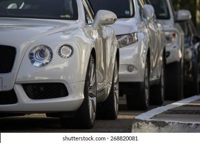 Luxusautos ausgerichtet