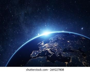 夜の宇宙から地球。NASAから提供されたこの画像のいくつかの要素