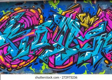 美しいストリートアートの落書き。街の壁に抽象的な創造的な描画ファッションの色。アーバンコンテンポラリーカルチャー