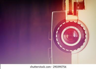 Cerca de la antigua lente del proyector de película de 8 mm