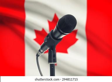背景シリーズに国旗が付いたマイク-カナダ
