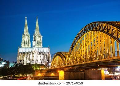 Catedral de Colonia y el puente Hohenzollern, Colonia, Alemania