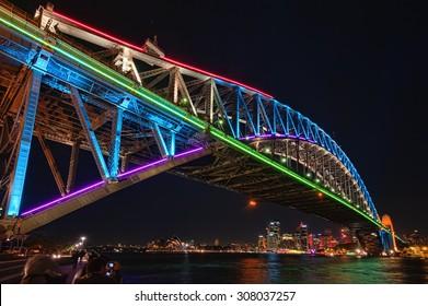 シドニーハーバーブリッジ、光、音楽、アイデアの鮮やかなシドニーフェスティバル。