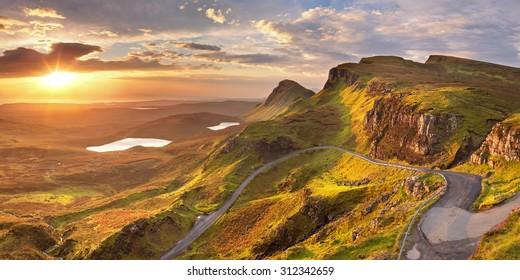 Sonnenaufgang über dem Quiraing auf der Isle of Skye in Schottland.