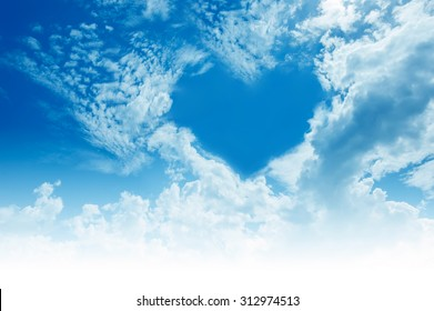 "Lucht, wolken, vormen een ""hart"" -vorm."