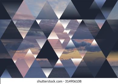 三角形と積雲の抽象的な海の幾何学的な背景。多角形の雲景の背景。水、夕方、日没、オプアート