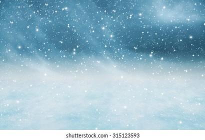 Paisaje de invierno con nieve cayendo