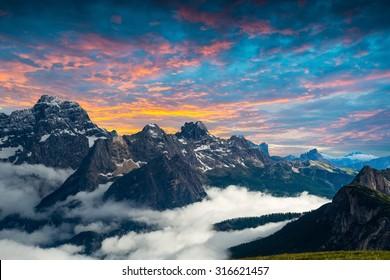著名的意大利國家公園Tre Cime di Lavaredo。白雲巖,南蒂羅爾。奧龍佐