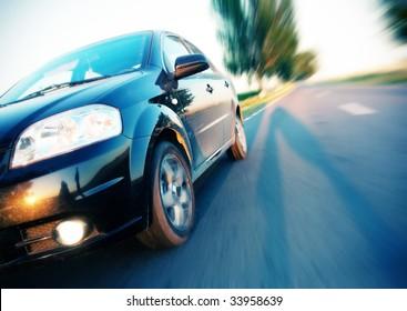 モーションブラーで高速に移動する車