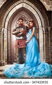 Mittelalterlicher Ritter mit seiner geliebten Frau