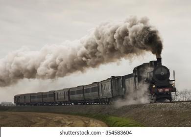 ヴィンテージの黒い蒸気機関車