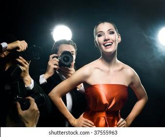 写真家は映画スターの写真を撮っています