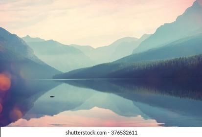 グレイシャー国立公園、モンタナ州、米国。Instagramフィルター。