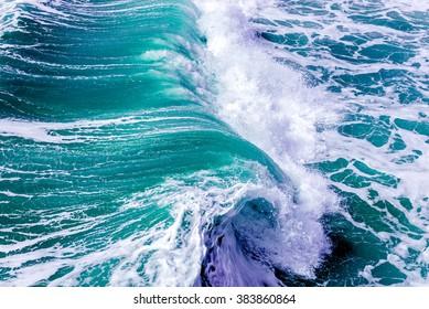 Ozean spritzt Wellen