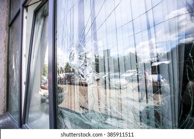 壊れたガラス窓