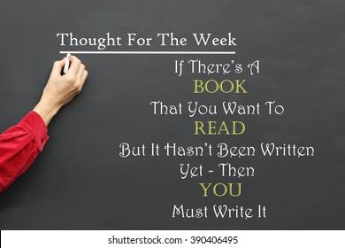 Inspirierende Gedanken für die Tagesbotschaft: Wenn es ein Buch gibt, das Sie lesen möchten und das noch nicht geschrieben wurde, müssen Sie es vom Lehrer auf eine Schultafel schreiben.