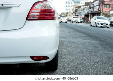 Rückseite des weißen Autos
