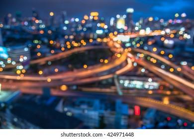 verschwommene Bokeh-Lichter des Hintergrunds und der Autobahn der Innenstadt der Stadt