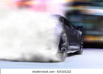 Sportwagen treibt auf dem Boden