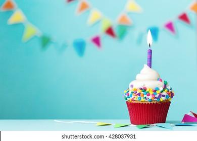 Magdalena colorida con vela de cumpleaños única