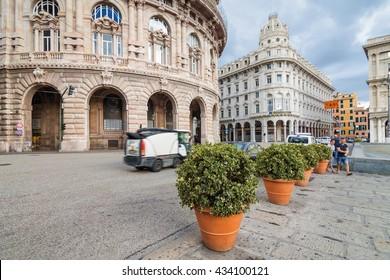 フェッラーリ広場-イタリア、リグーリア州の歴史的中心部と現代的中心部の間にあるジェノヴァのメイン広場。