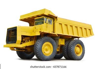 gelber Dumper-Industrie-LKW lokalisiert auf dem weißen Hintergrund. Dies hat einen Beschneidungspfad.