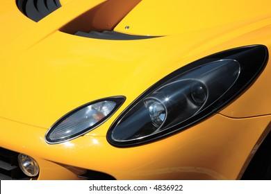 Seitenansicht auf einem Autoscheinwerfer.