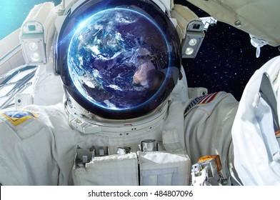 Blick Astronaut - Elemente dieses Bildes von der NASA eingerichtet