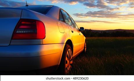 Audi A4 al atardecer