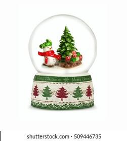 白い背景の上のクリスマスの雪の世界。雪だるまの贈り物。クリスマスや新年のギフトやシンボルとして使用できます。