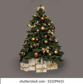 Weihnachtsbaum mit Geschenken unter