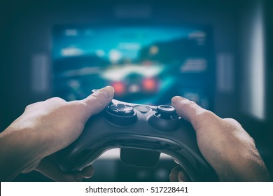 ゲームゲームプレイテレビ楽しいゲーマーゲームパッド男コントローラービデオコンソールプレイプレーヤー趣味遊び心のある楽しみビューコンセプト-ストックイメージ
