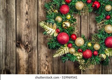 クリスマスの飾りとして役立つクリスマスリースからのクリスマスボーダー。