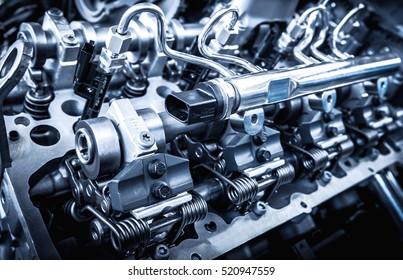 El potente motor de un automóvil. Diseño interno de motor. Pieza del motor de coche. Potente motor de automóvil moderno.