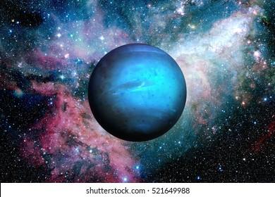 Sonnensystem - Neptun. Es ist der achte und am weitesten von der Sonne entfernte Planet im Sonnensystem. Es ist ein riesiger Planet. Neptun hat 14 bekannte Satelliten. Elemente dieses Bildes von der NASA eingerichtet.