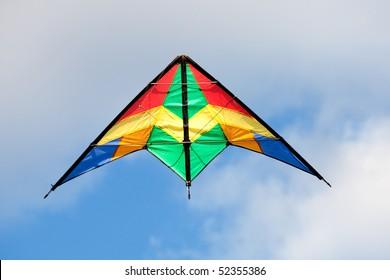 青い空を背景に素敵な凧揚げ色