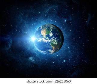 地球、銀河、太陽。NASAから提供されたこのイメージの要素。