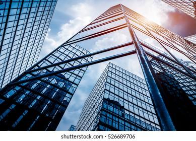 中国、深センの高層ビルのローアングルビュー。