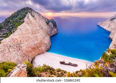 Navagio Strand bei Sonnenuntergang, Zakynthos Insel, Griechenland