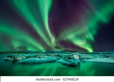 A wonderful night with Kp 5 northern lights flying over the Glacier Lagoon in iceland