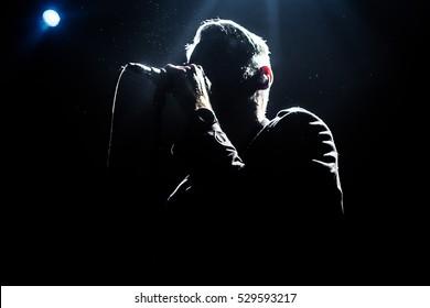 歌手のシルエット