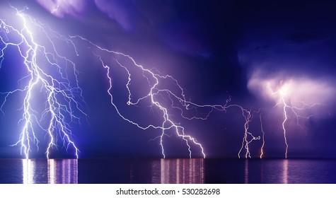 Gewitter über Schwarzem Meer in der Nähe von Feodosia