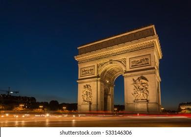 Arco del triunfo en la plaza del lugar de la estrella. París, Francia