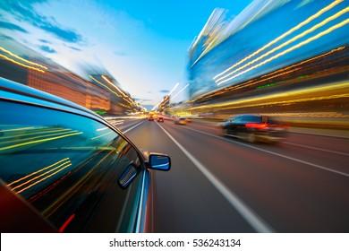 Beschleunigung der Bewegungsunschärfe des Autos