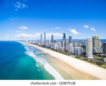 Eine Luftaufnahme von Surfers Paradise an der Goldküste, Australien