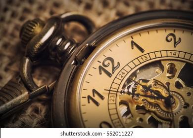 ヴィンテージの古い懐中時計