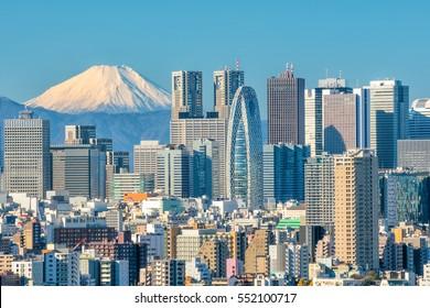 東京のスカイラインと日本の富士山