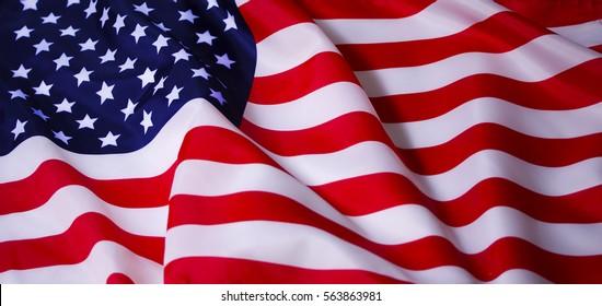 Wunderschön winkender Stern und gestreifte amerikanische Flagge