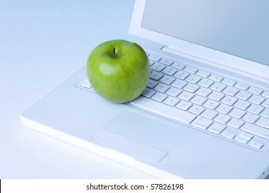 Apfel auf der Tastatur